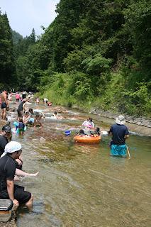 たかすみ温泉の川遊び場