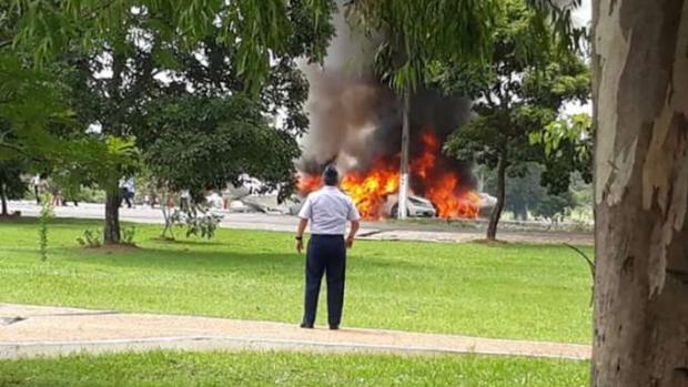 Sete pessoas morrem em queda de avião da Força Aérea Paraguaia