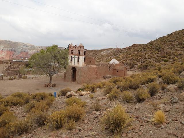 Es fehlt noch das Dach für die im Bau befindliche Kirche.