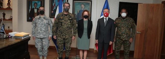 Ministro de Defensa de RD y Embajador de Francia tratan sobre acuerdos de cooperación militar