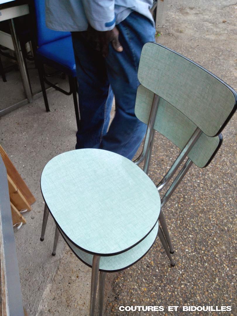coutures bidouilles vintage comment r nover une chaise en formica avec du v nilia. Black Bedroom Furniture Sets. Home Design Ideas