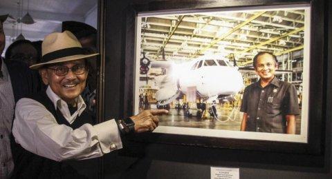 IMF di Balik Gagalnya Produksi Massal Pesawat N250 Karya Habibie