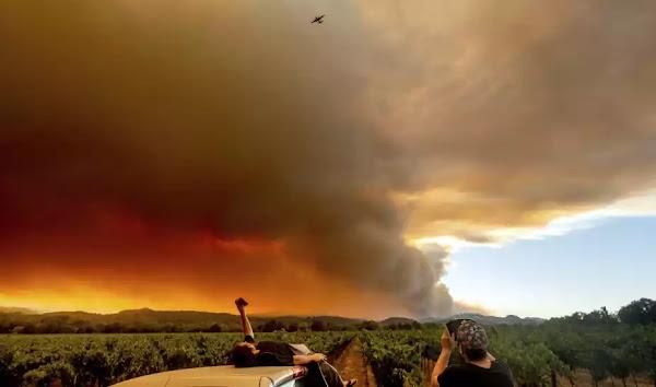 Καλιφόρνια: Τουλάχιστον 6 νεκροί από πυρκαγιές που ξέσπασαν δήθεν από «κεραυνούς»