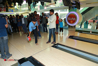 Actress Hebah Patel with Nanna Nenu Naa Boyfriends team at S.V.M Mall  0013.jpg