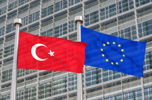 Μήνυμα Κομισιόν σε Τουρκία: «Μην απειλείτε τα κυριαρχικά δικαιώματα της Κύπρου»