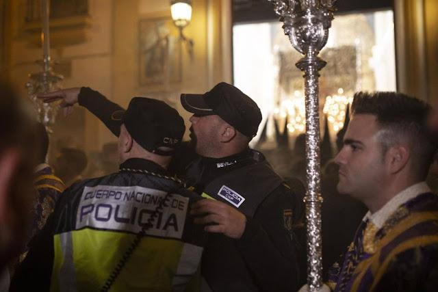 """La juez acusa a 15 personas de los incidentes de la """"Madrugá"""" de 2017 de Sevilla"""