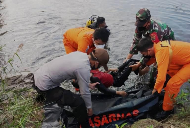 Bermain Bola Tepi Kolam, Remaja Tenggelam dan Ditemukan MD