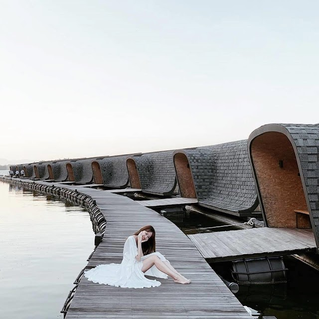 Masterpiece of the resort floating on the water attract visitors to check-in in Bangkok