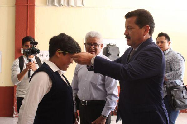 Se beneficiarán 1,500 alumnos con lentes gratuitos en Cholula