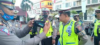 Dukung Program Gerakan Sejuta Masker,Kasat Lantas Polres Gowa Berbagai Kepada Personilnya
