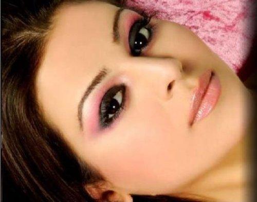 Traditional Smoky Eye Makeup for Black Eyes