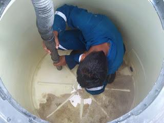 Limpiar cañerías con agua a presión