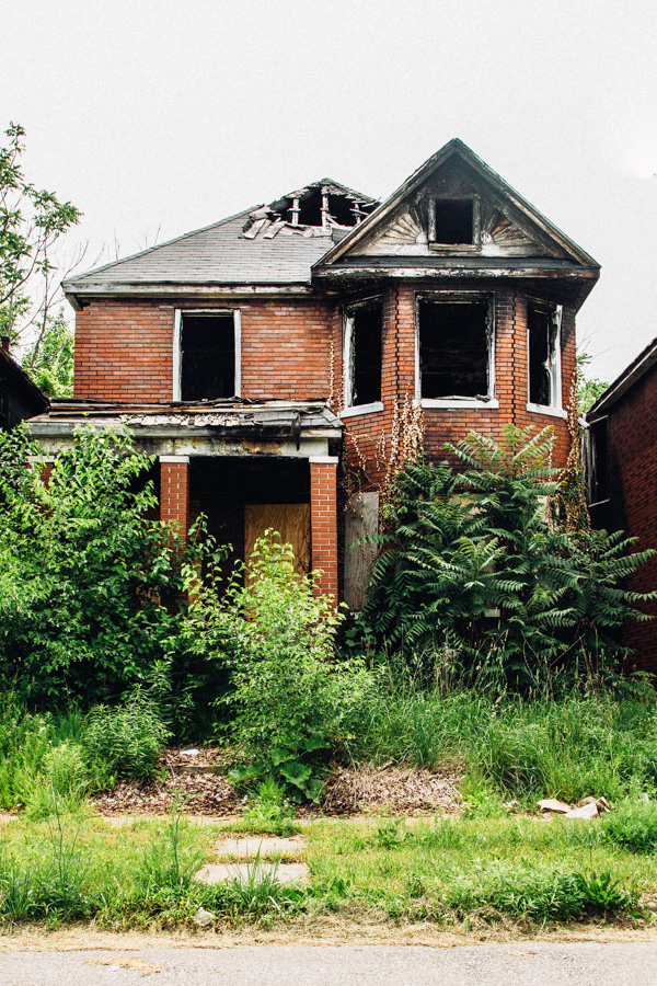 ©Tim Melideo - Some Homes in Detroit (Some Photos - Issue 25). Fotografía | Photography