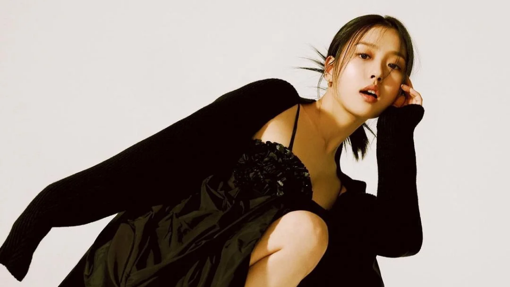 Actress Go Min Si Apologizes After Photos of Drinking at Bars While Young Spread Out
