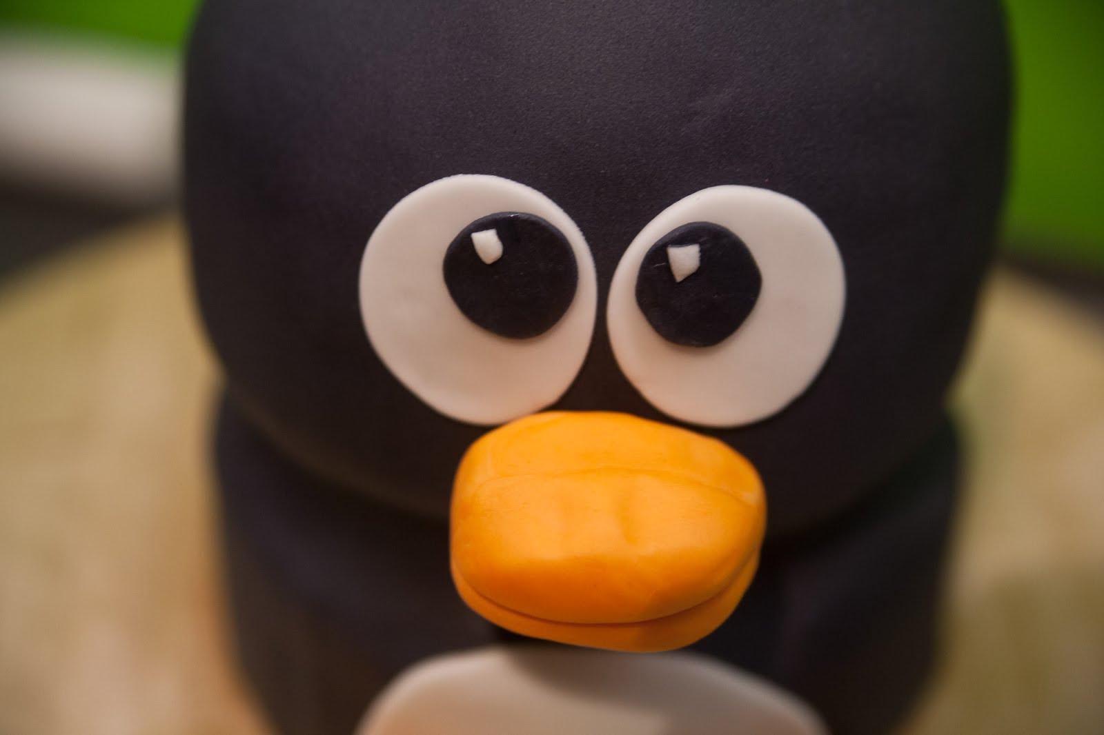 3d torte pinguin mit rezept und anleitung. Black Bedroom Furniture Sets. Home Design Ideas