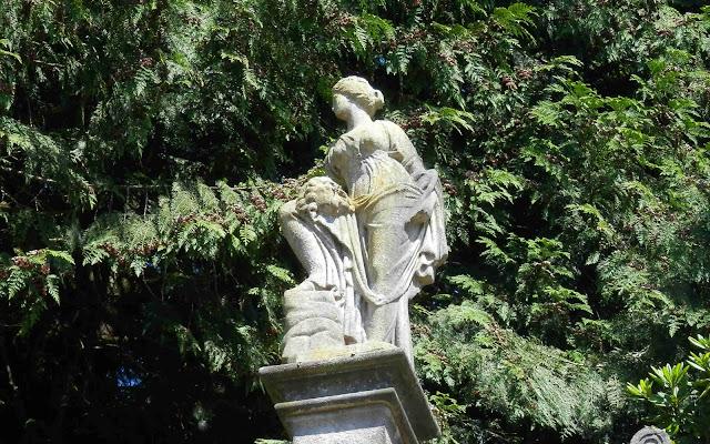 Alton Towers sculpture shows a leg