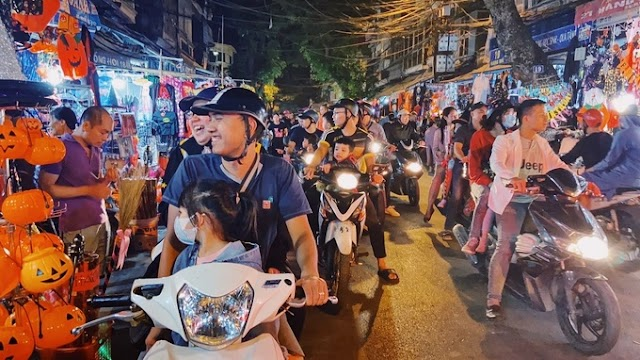 Hang Ma Street is crowded with people before Halloween