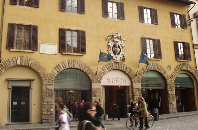 Fachada do Museu dell'Opera del Duomo em Siena