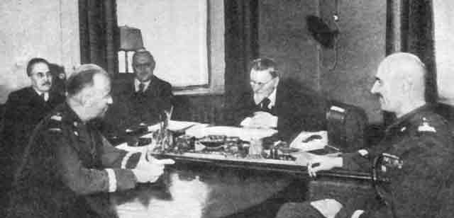 General Anders (right) and General Sikorski (second from left) at a conference in Moscow, 1 December 1941 worldwartwo.filminspector.com