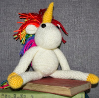 http://translate.google.es/translate?hl=es&sl=en&tl=es&u=http%3A%2F%2Fclaraunravelled.co.uk%2Ffree-unicorn-crochet-pattern%2F
