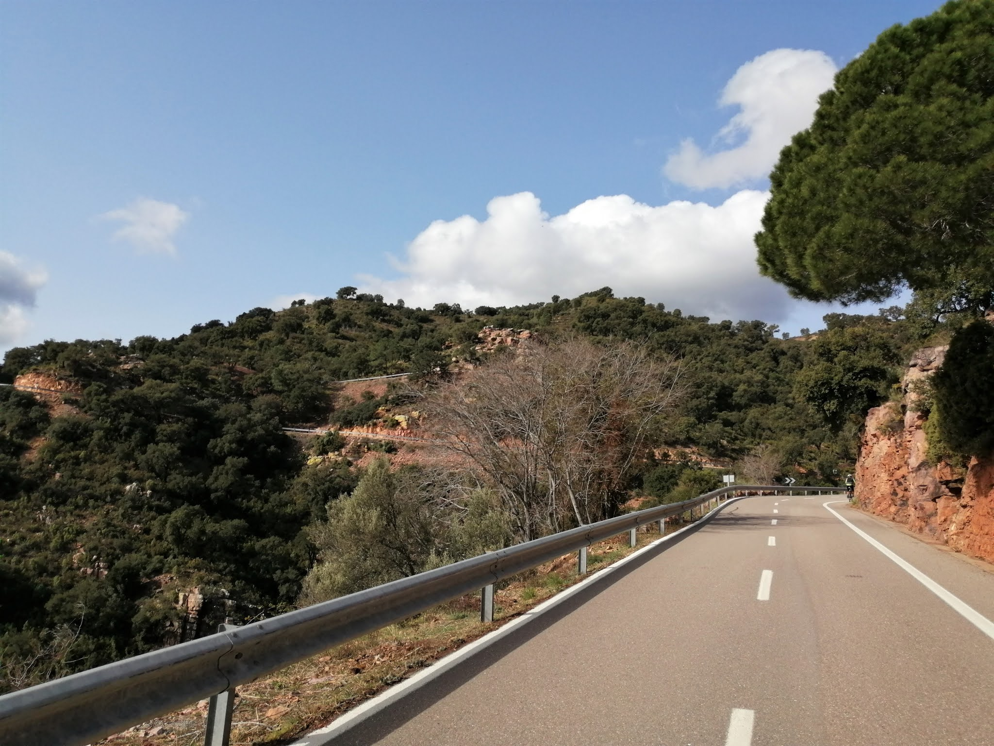 The curved road of Port d'Eslida, Castellón