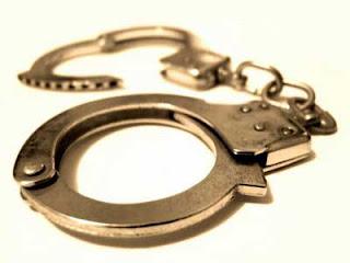 Criminoso em noite de roubos investe contra GCM de Vitória, é alvejado e preso.