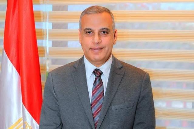 تحية إعزاز وتقدير محافظ سوهاج يهنئ  عمال مصر بعيد العمال