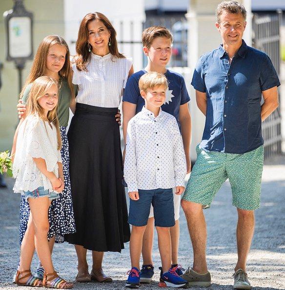 Prince Frederik, Princess Mary, Prince Christian, Princess Josephine, Princess Isabella and Prince Vincent. Baum und Pferdgarten Sashenka Skirt