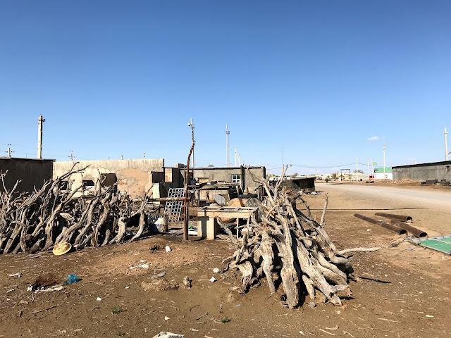 トルクメニスタンの砂漠地帯にある遊牧民の集落