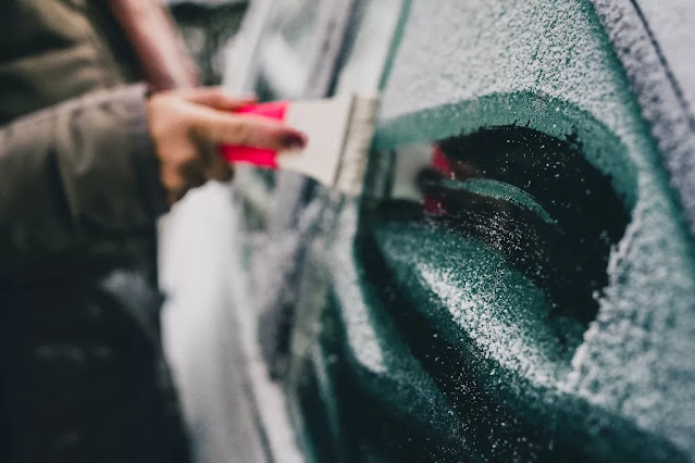 Comment enlever la glace sur la voiture