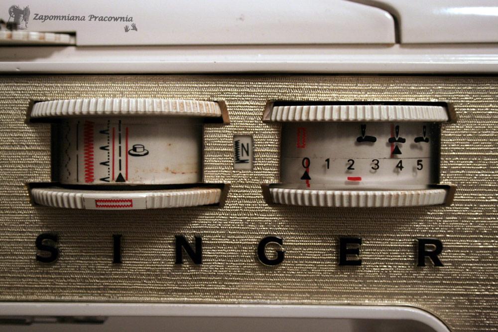 daba1480c10f02 są podane numery seryjne do 1899 r. (ostatni nr. seryjny w 1899 r. - 16 831  099). Instrukcja do maszyny jest z 1971 r. więc wersja z rokiem 1974 wydaje  się ...