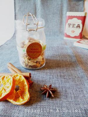 selbstgemachter Tee mit Ingwer und Orangenschale