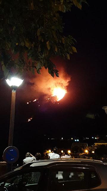 Se evacuan vecinos de Artenara por incendio forestal