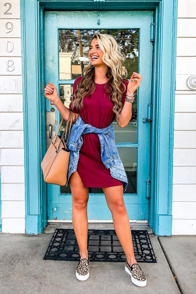 25+ Chilly Fall Outfits That Are Chic and Easy | Tee Dress + Jacket + Tory Burch Tote Bag