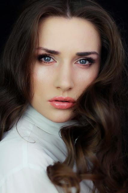 makijaż kosmetykami korres