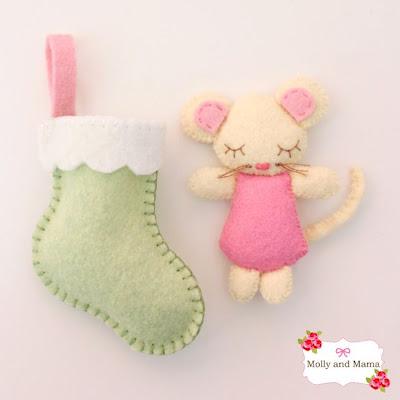 http://mollyandmama.wordpress.com/2014/11/12/sew-a-felt-christmas-mouse/