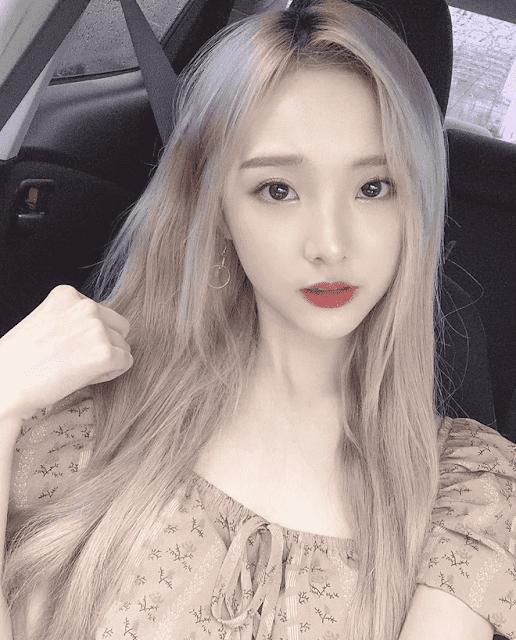 """Nene - Hot girl Thái Lan bất ngờ hoá """"gái ngoan"""" trước giờ sang Việt Nam dự showmatch Đại chiến Youtuber Quốc tế"""