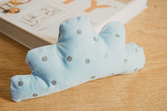 http://www.mynameisgeorges.fr/2017/11/diy-76-le-petit-coussin-nuage.html