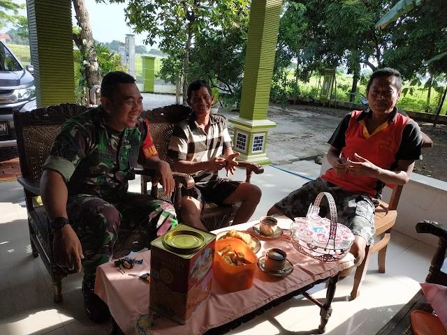 Kodim Sragen - Babinsa Karangtengah Imbau Warganya Waspada Banjir
