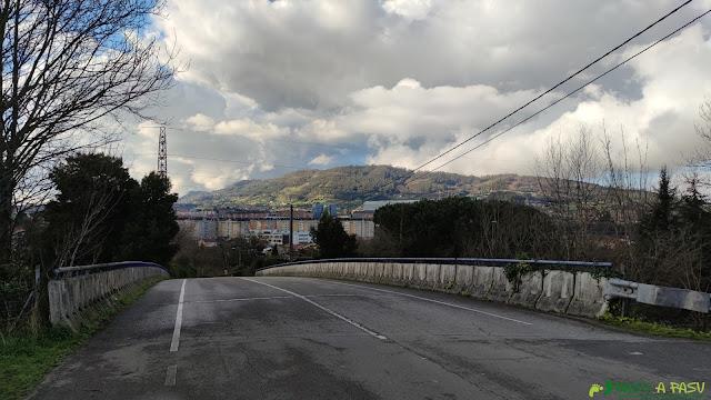 Puente sobre la ronda exterior de Oviedo en Villamiana