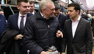 """""""Ви знущаєтесь з людей"""": Зеленський обурився низькими зарплатами на харківському заводі"""