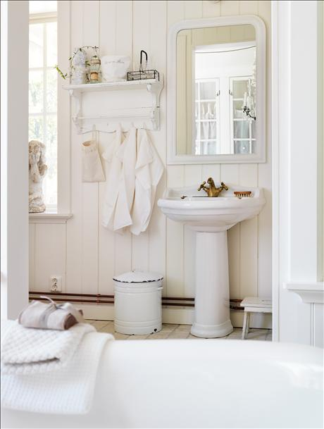 cute shabby chic style bathrooms 2012 i heart shabby chic. Black Bedroom Furniture Sets. Home Design Ideas