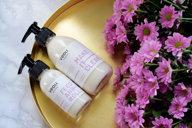 Naturalna pielęgnacja twarzy z kosmetykami Veoli Botanica: maseczka gommage z efektem rozświetlającym Feed And Roll i mleczna emulsja oczyszczająca do twarzy Make It Clear