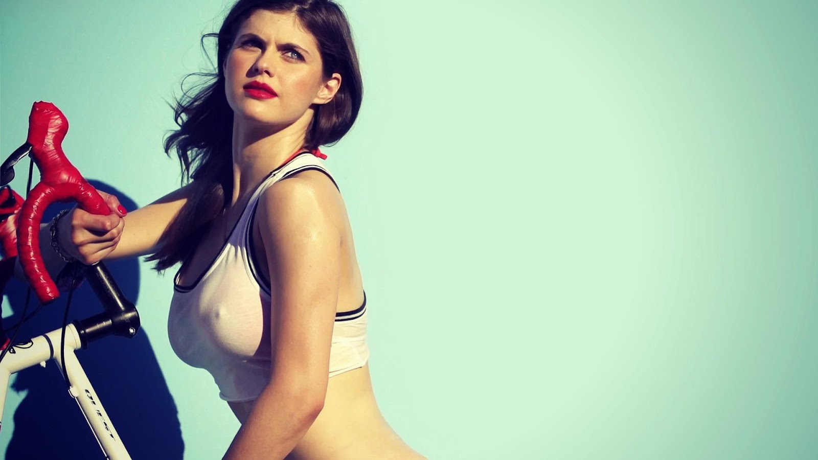 Alexandra Daddario Naked Pictures
