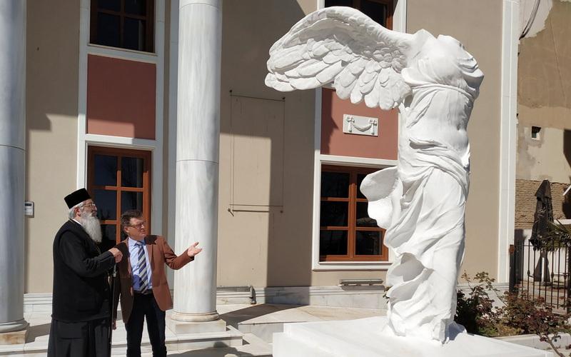 Πρόταση Πέτροβιτς για την υιοθέτηση της Νίκης της Σαμοθράκης ως νέου λογότυπου της Περιφέρειας ΑΜ-Θ