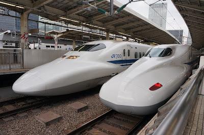 東海道新幹線東京駅に停車中の700系とN700系