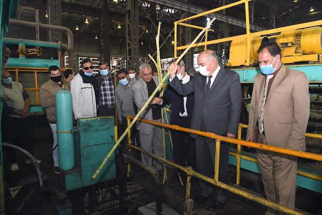 محافظ قنا يشهد بدء موسم عصير القصب لعام 2021 بمصنع سكر نجع حمادي