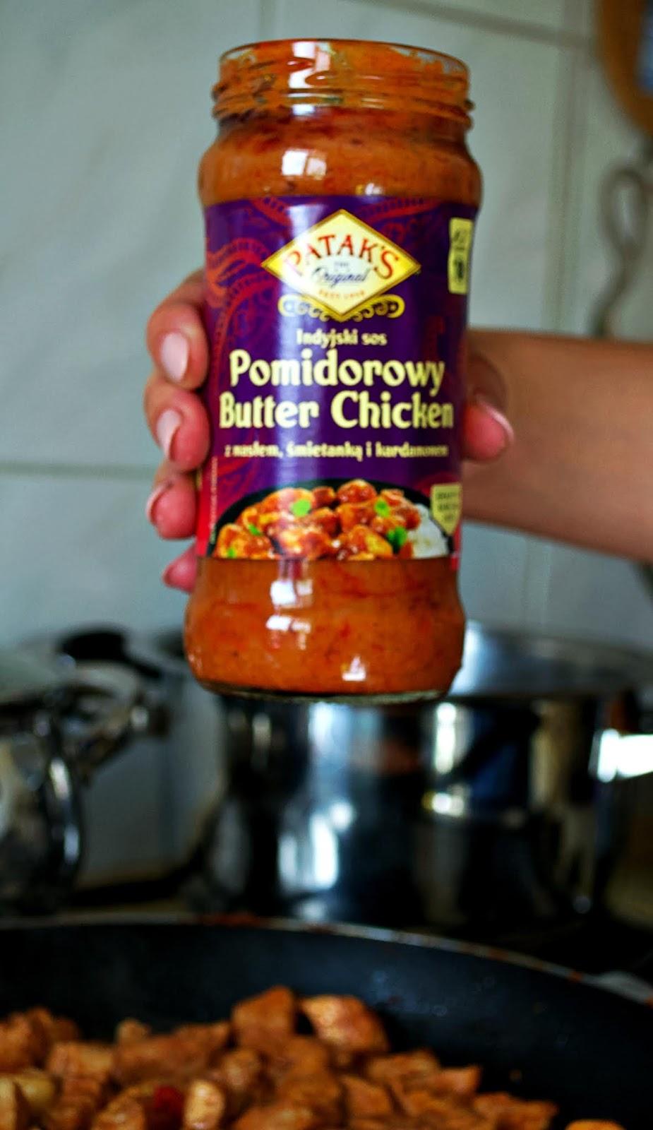 Pomidorowy Butter Chicken Z Ryzem Jasminowym I Indyjskimi Plackami