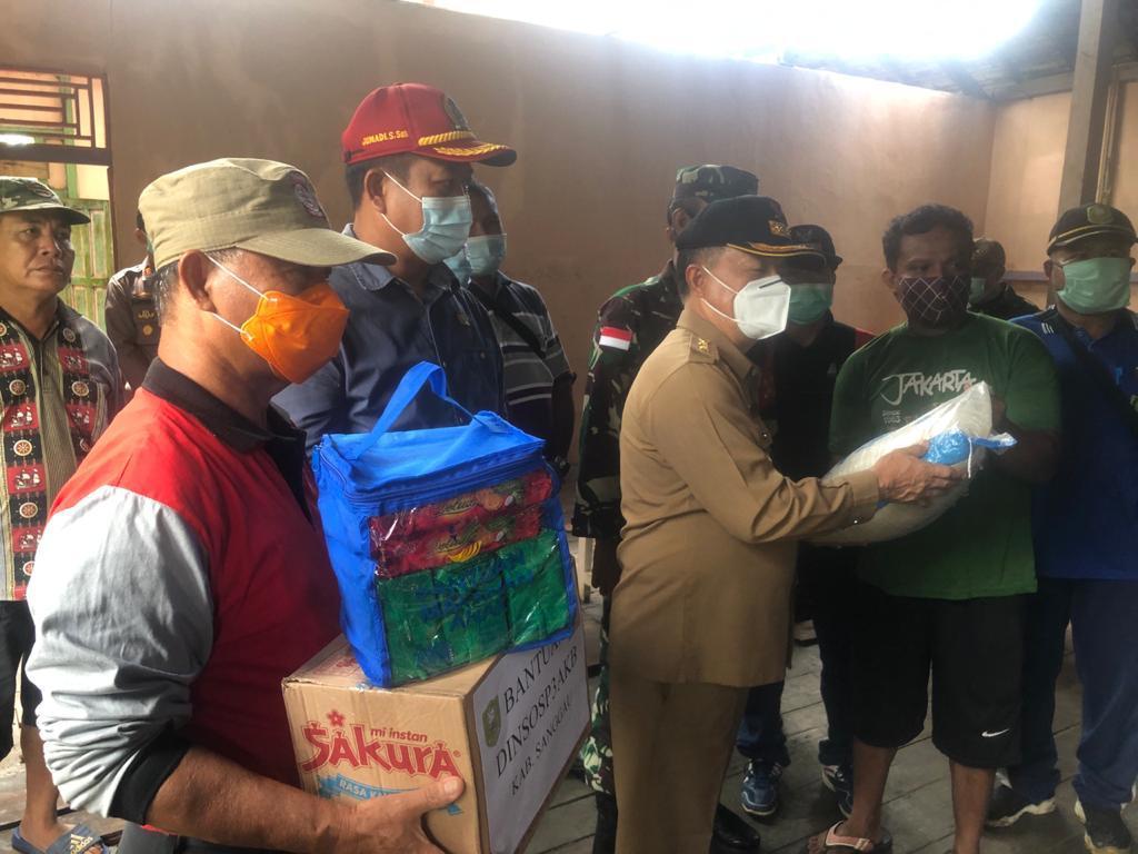 Bantuan pemda Sanggau lansung turun kepada korban puting beliung di Sosok