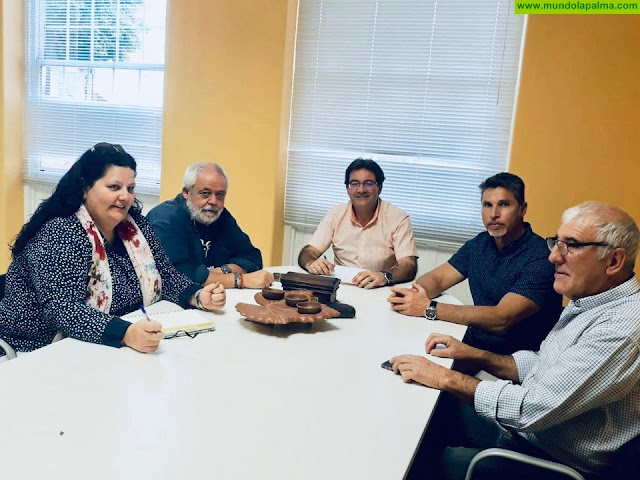 El Cabildo colaborará con la Asociación La Campera para la recuperación de la Gallina Canaria